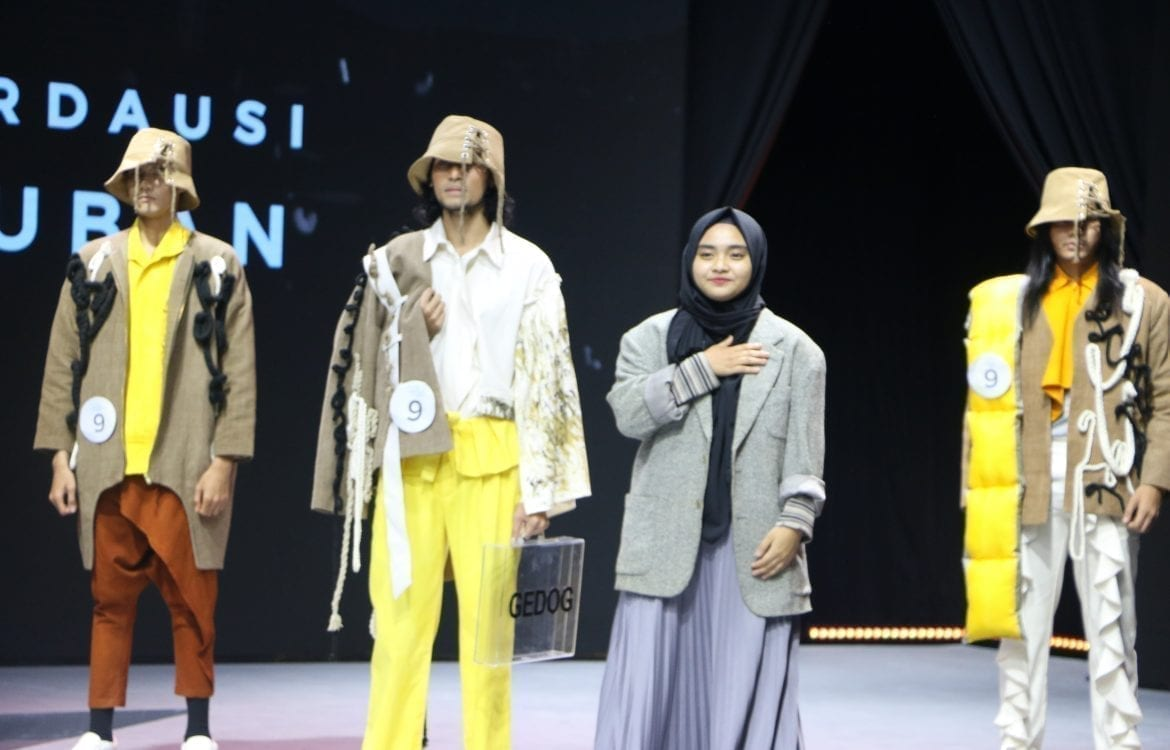 Tel U Students Crowned As Favorite In The Modest Young Designer Competition Telkom University